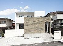 【施工事例  O様邸】石やタイルを贅沢に使用。ホテルのような気品がある、シンプルモダンな住まい。