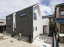 【施工事例 S様邸】 家族3人のお気に入りが詰まった、三角屋根のお家