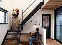 【施工実例 T様邸】素材の表情と四季の移ろいを楽しむお家