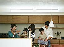 三世代が週末同居で心地良くくらすバリアフリーの住まい