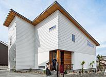 ゆとりある開放的な住空間、爽やかな風と光を取り込む西海岸テイストの家 ~前編~