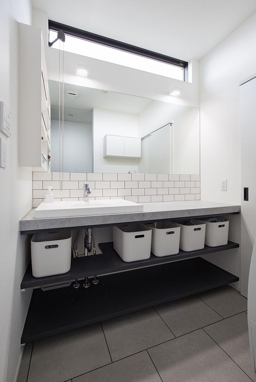 【洗面室】 こだわりの洗面台は、デザイン性だけでなく収納量も充実。