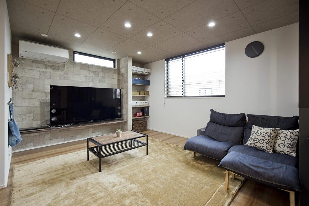 お気に入りの家具やインテリアを楽しめる様なくつろぎ易いリビング空間です。