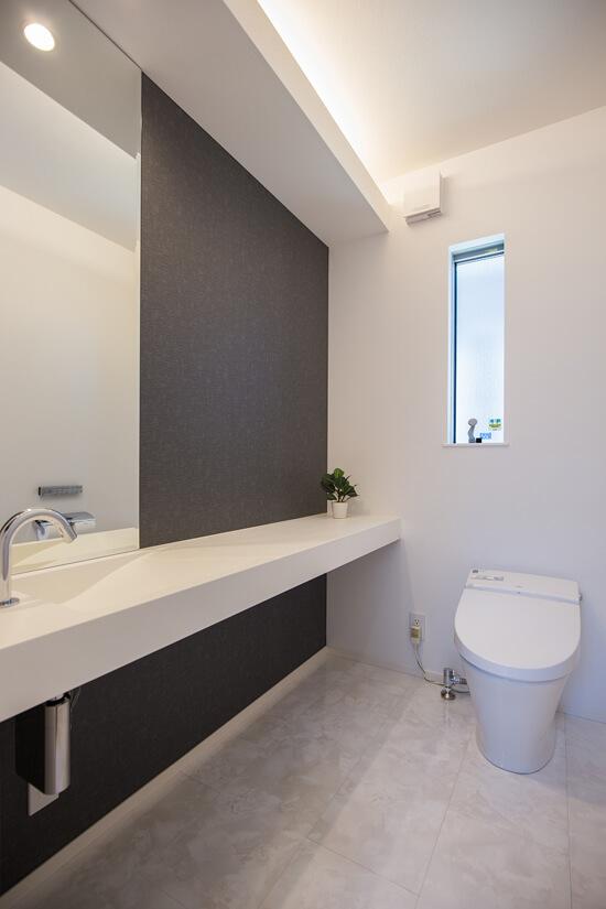 お客様にも快適に過ごしてもらいたいとメインの手洗いは意匠にもこだわって。
