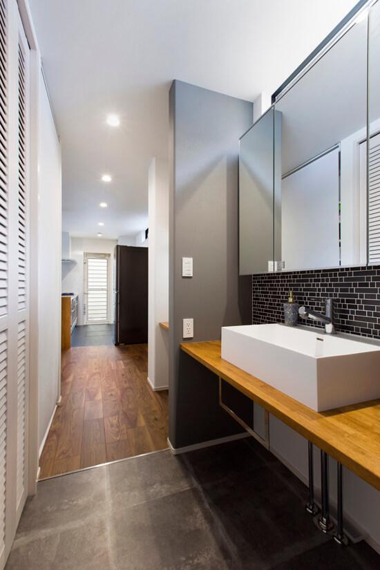 シンプルにこだわった洗面化粧台。シンプルながらも収納や機能面にもこだわった洗面です。