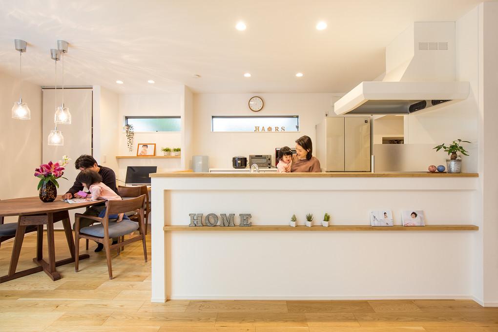 【ダイニング・キッチン】 余分な装飾は設けず、シンプル・ナチュラルな空間に。