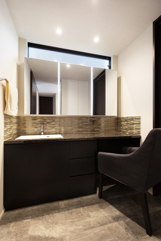 【洗面室】 ホテルライクな造作洗面。落ち着きのある空間になりました。